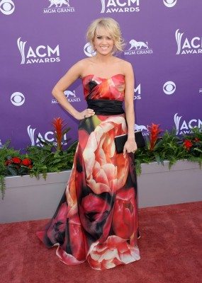 carrie-underwood-acm-awards-20131