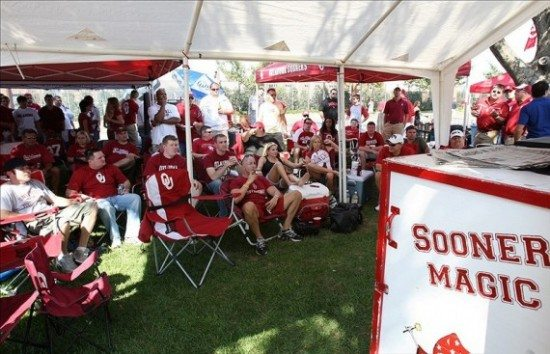 OU-Fans-Tailgating-570x367