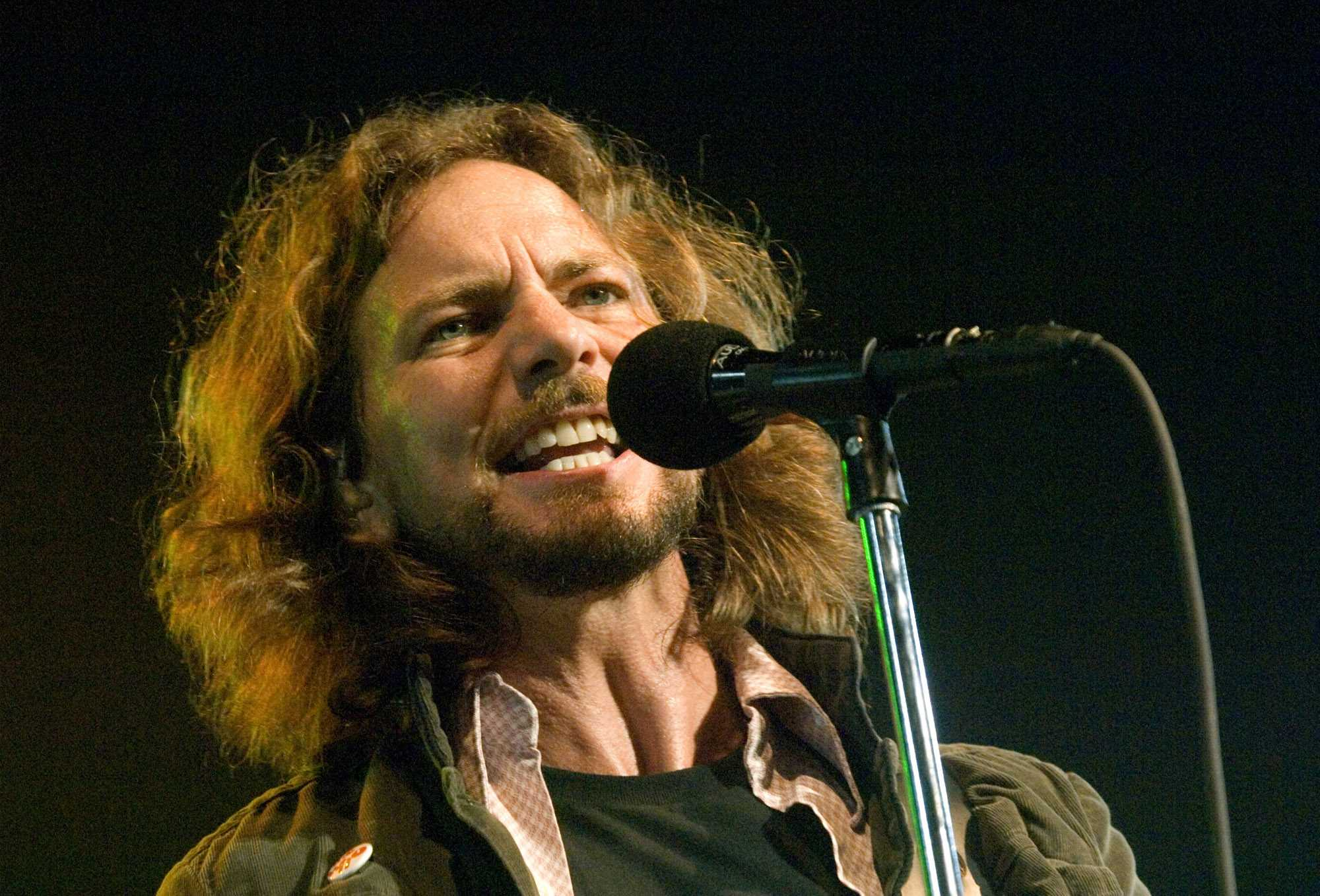 Eddie Vedder from Pearl Jam is upset at the f ckers in Oklahoma City    Young Eddie Vedder