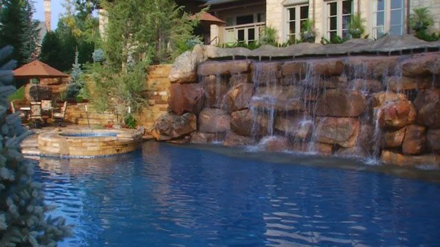 Some Rich Oklahomans Have Ridiculous Swimming Pools The Lost Ogle