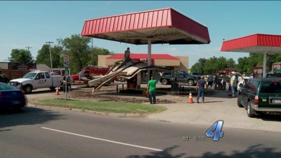 7-eleven awning collapse